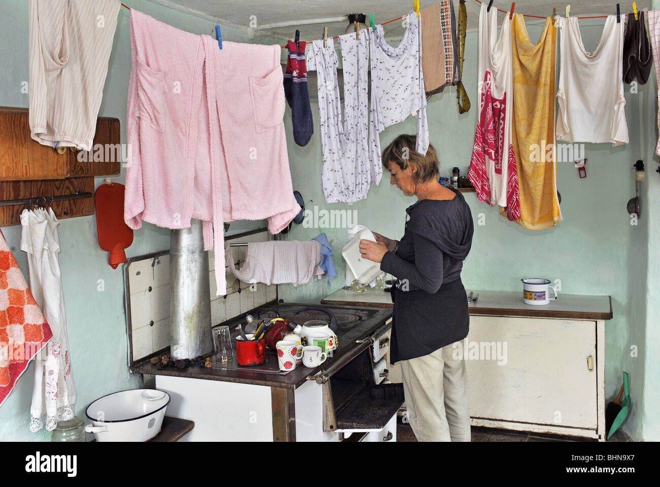 household, kitchen and kitchenware, housewife standing at stove, Germany, historic, historical, Bavaria, housewife, - Stock Image