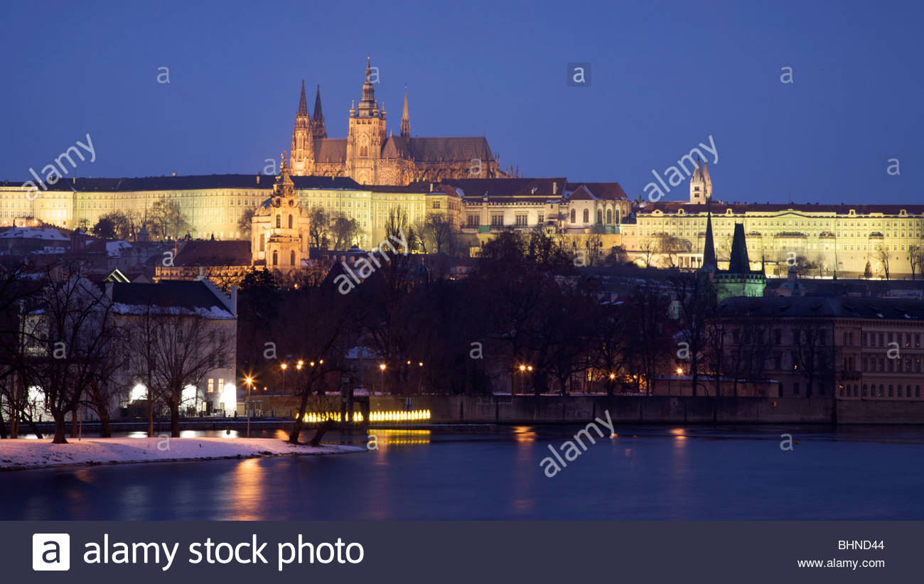 Prague Castle (Pražský hrad) in Hradčany and the Old Town (Malá Strana) seen from the banks of the River Vltava Stock Photo