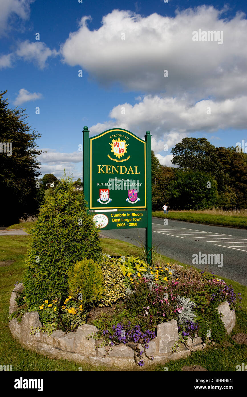 Welcome to Kendal sign -Twinned with Rinteln and Killarney Cumbria in Bloom Best Large Town 2006-2008 Cumbria in - Stock Image