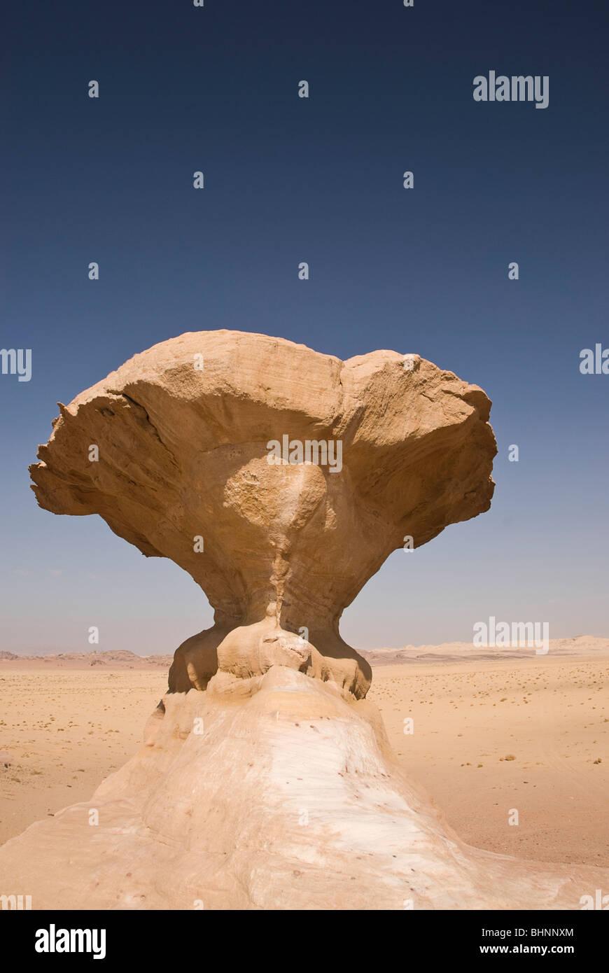 Mushroom rock, desert landscape, Wadi Rum, Jordan, Asia. - Stock Image