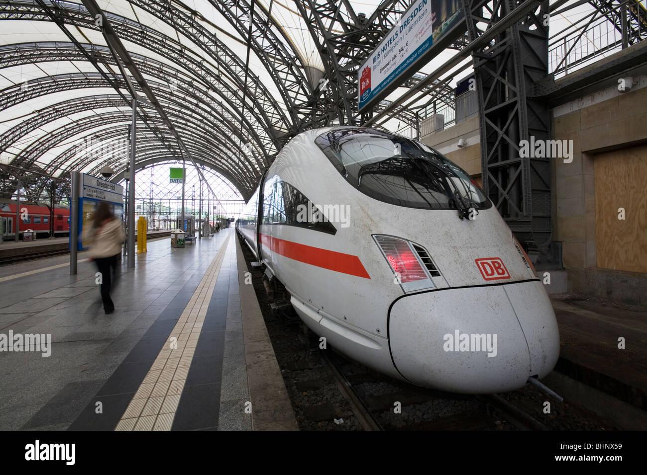 ICE train ready to depart in Hauptsächlich Bahnhof Dresden, Germany - Stock Image