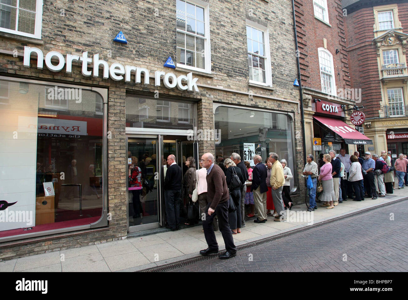 NORTHERN ROCK BUILDING SOCIETY QUEUES Stock Photo