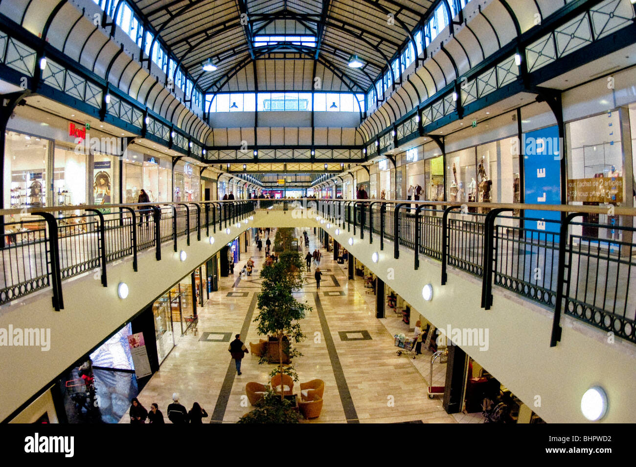 paris france marne la vallee val d 39 europe inside shopping center stock photo 28162430 alamy. Black Bedroom Furniture Sets. Home Design Ideas
