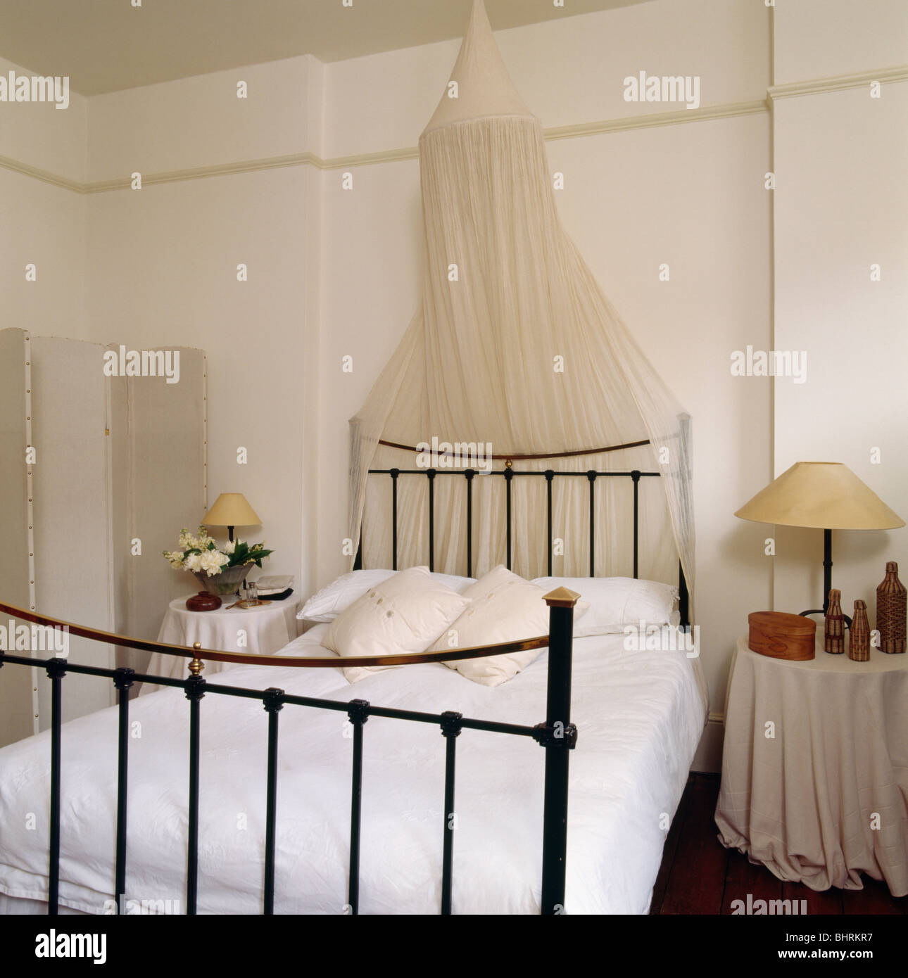 Picture of: White Mosquito Net Above Black Wrought Iron Bed With White Bedlinen Stock Photo Alamy