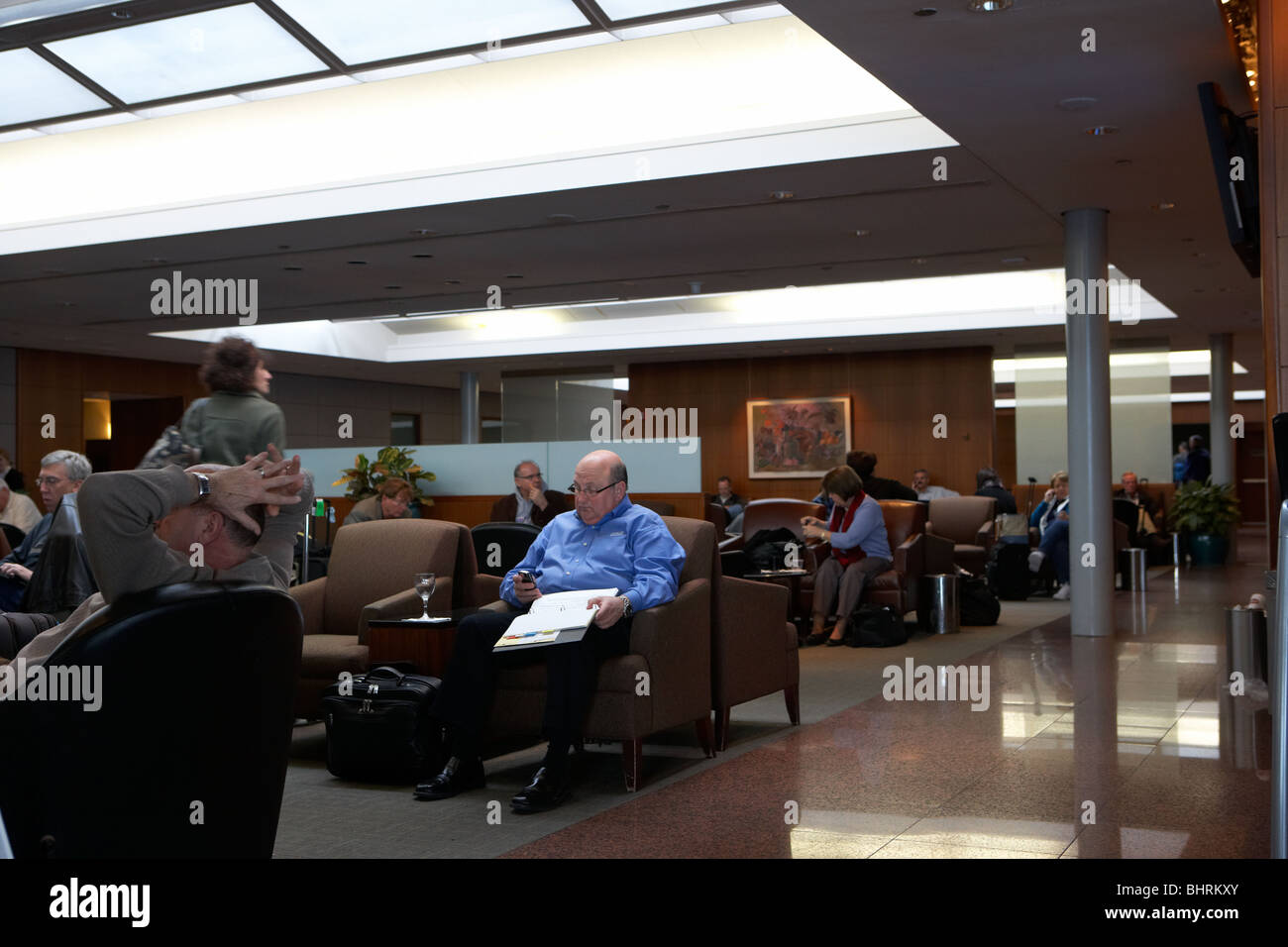 business passengers wait in the united airlines red carpet club lounge chicago o'hare international airport - Stock Image