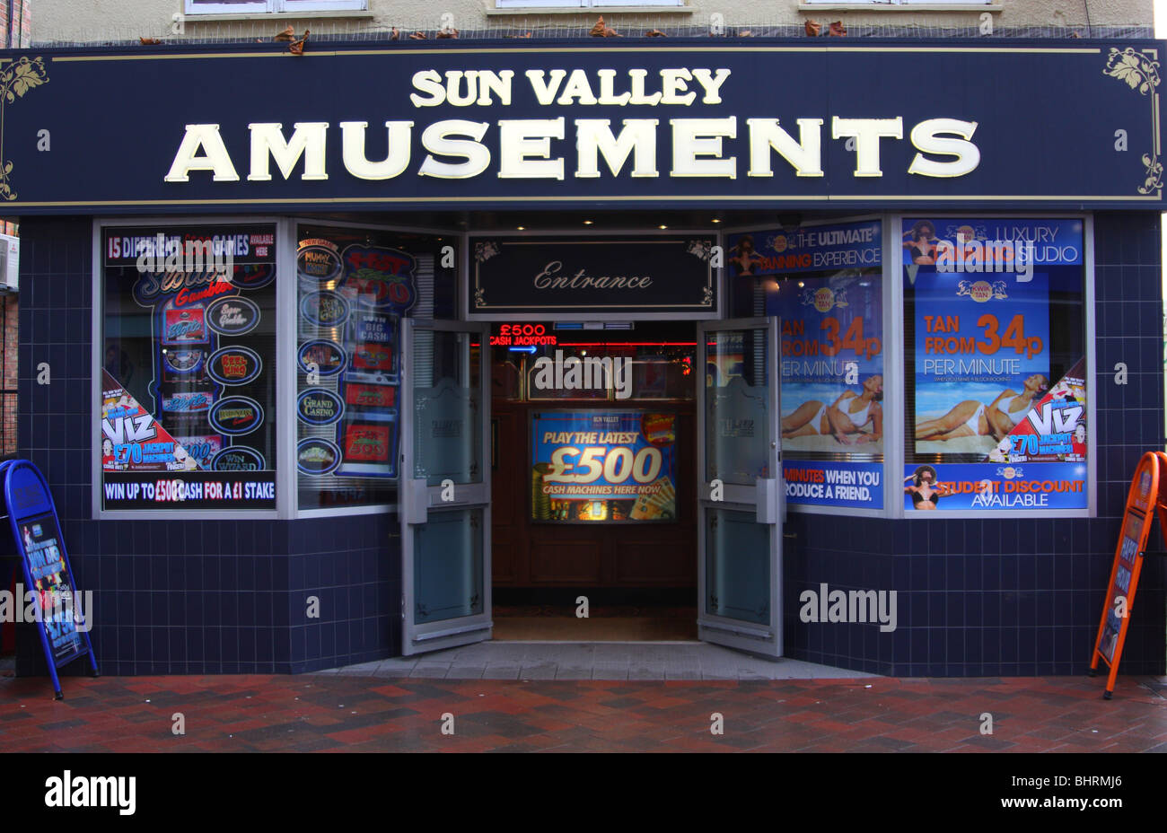 A Sun Valley amusement arcade in a U.K. city. - Stock Image
