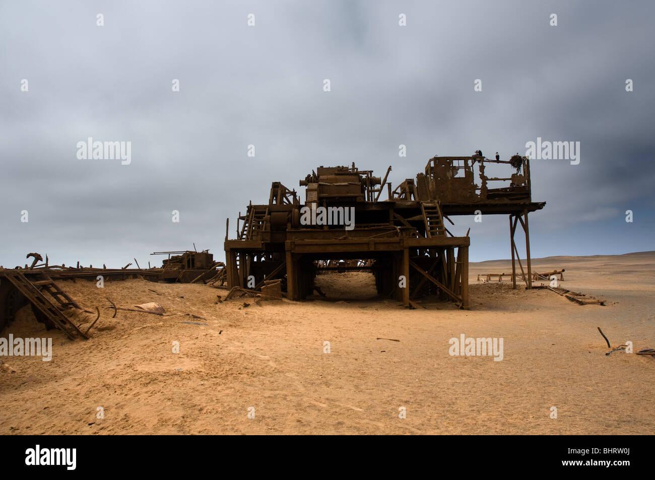 Fallen Gas extraction platform in Skeleton Coast park, Namibia - Stock Image