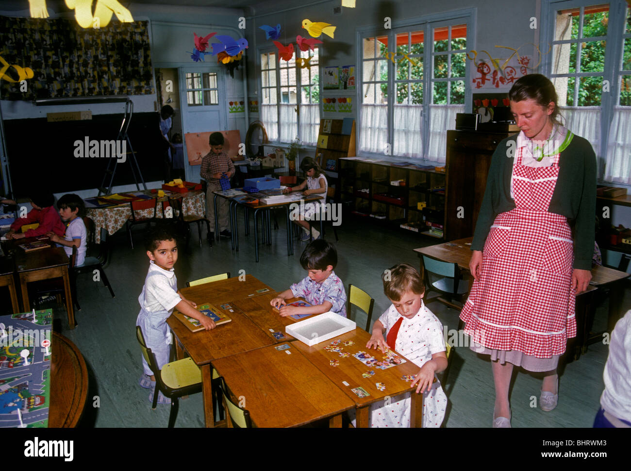 French woman, French teacher, French students, boys, girls, French children, preschool, Verneuil-sur-Seine, Ile - Stock Image