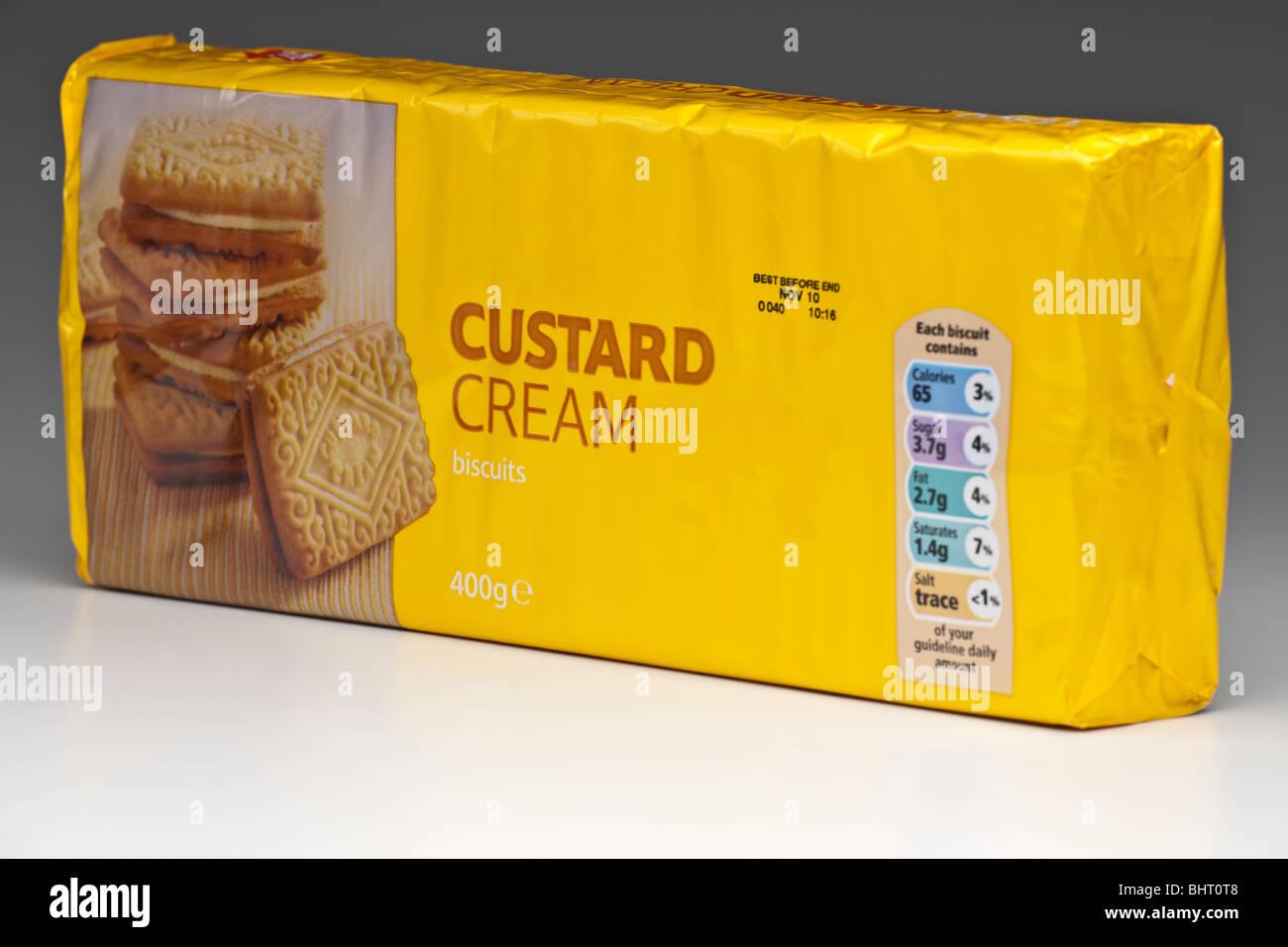 400 gram yellow pack of Custard Cream biscuits Stock Photo