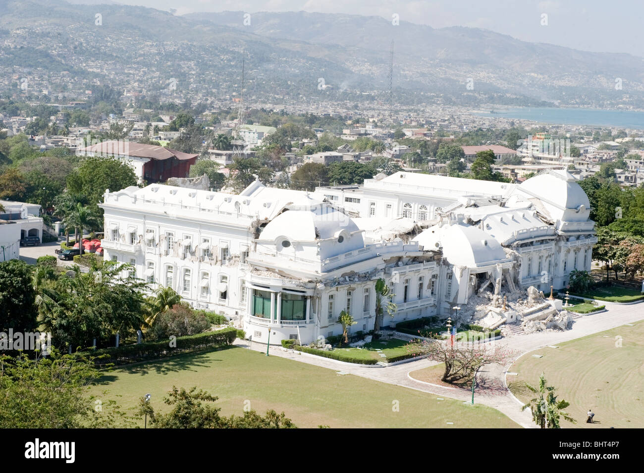 Destroyed presidential palace after a 7.0 Mw earthquake struck Haiti on the 12th January, 2010 causing catastrophic - Stock Image