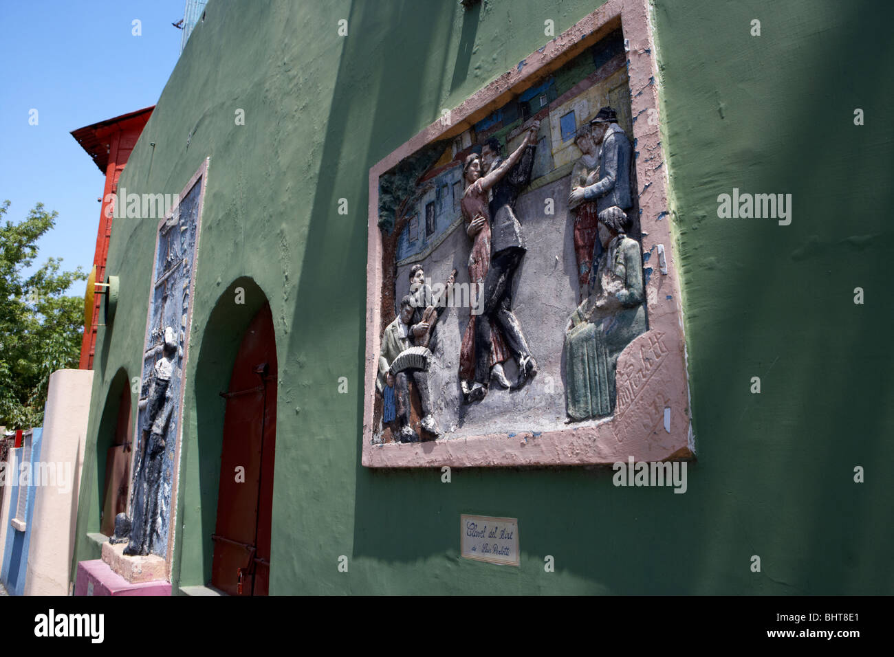 wall mural depicting the tango in caminito street la boca capital federal buenos aires republic of argentina south - Stock Image