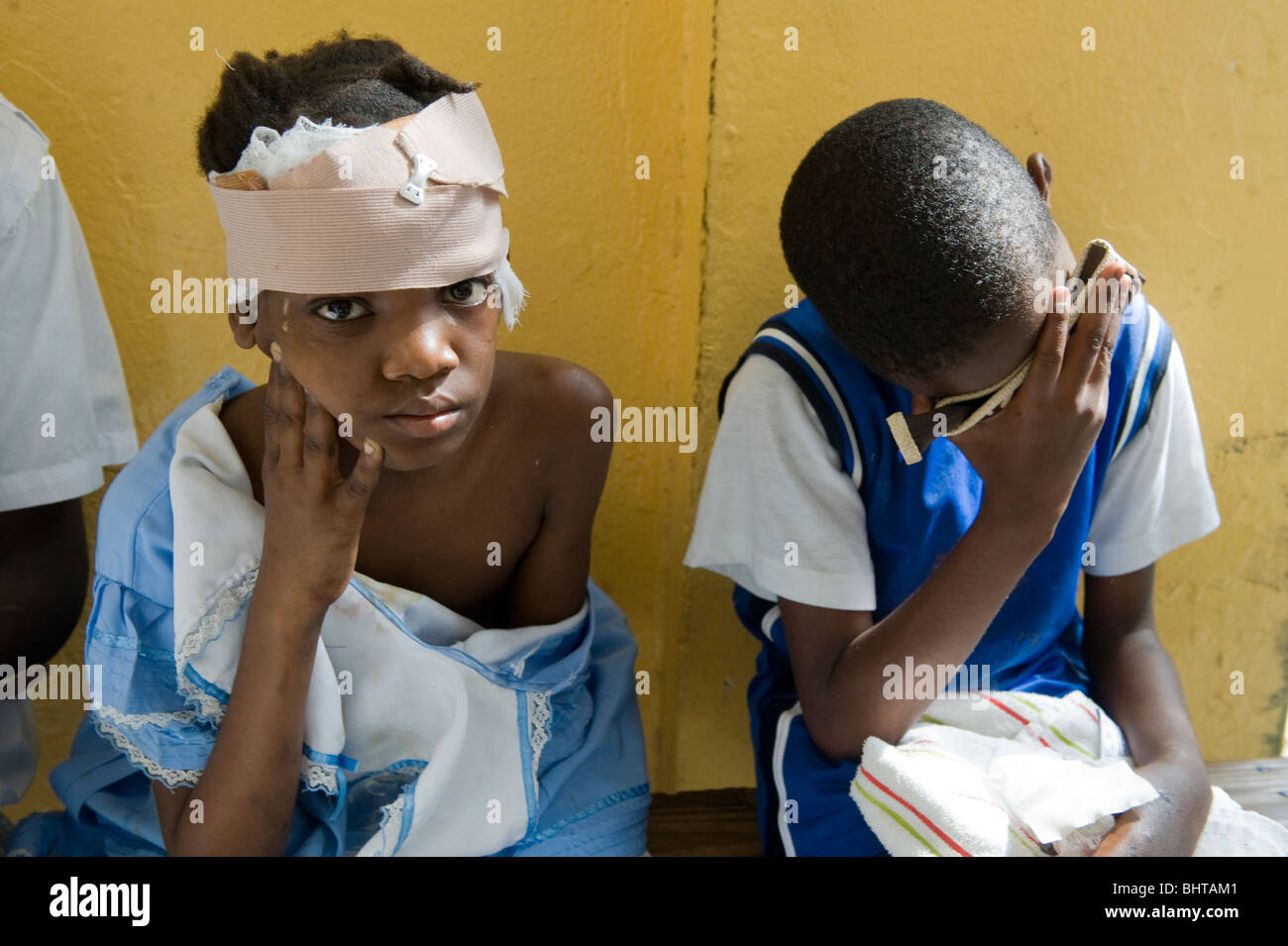 Injured children wait for treatment in Bernard Mews hospital, Port-Au-Prince, Haiti on Wednesday, 20th January, - Stock Image