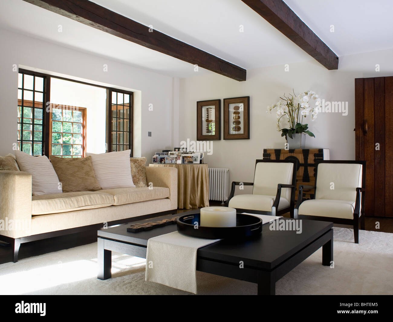 Cream sofa and chairs in modern cottage living room with - Black and cream living room decor ...