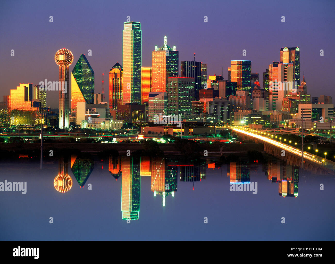 Reflections of Dallas skyline in after glow of sunset - Stock Image