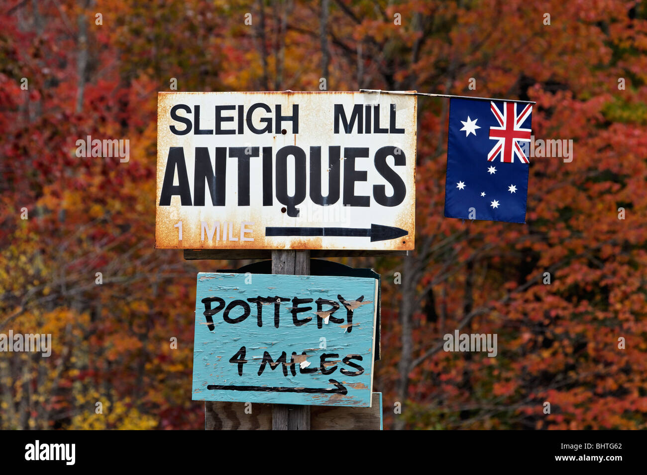 Sleigh Mill Antiques and Pottery Signs in Eaton Center, New Hampshire - Stock Image