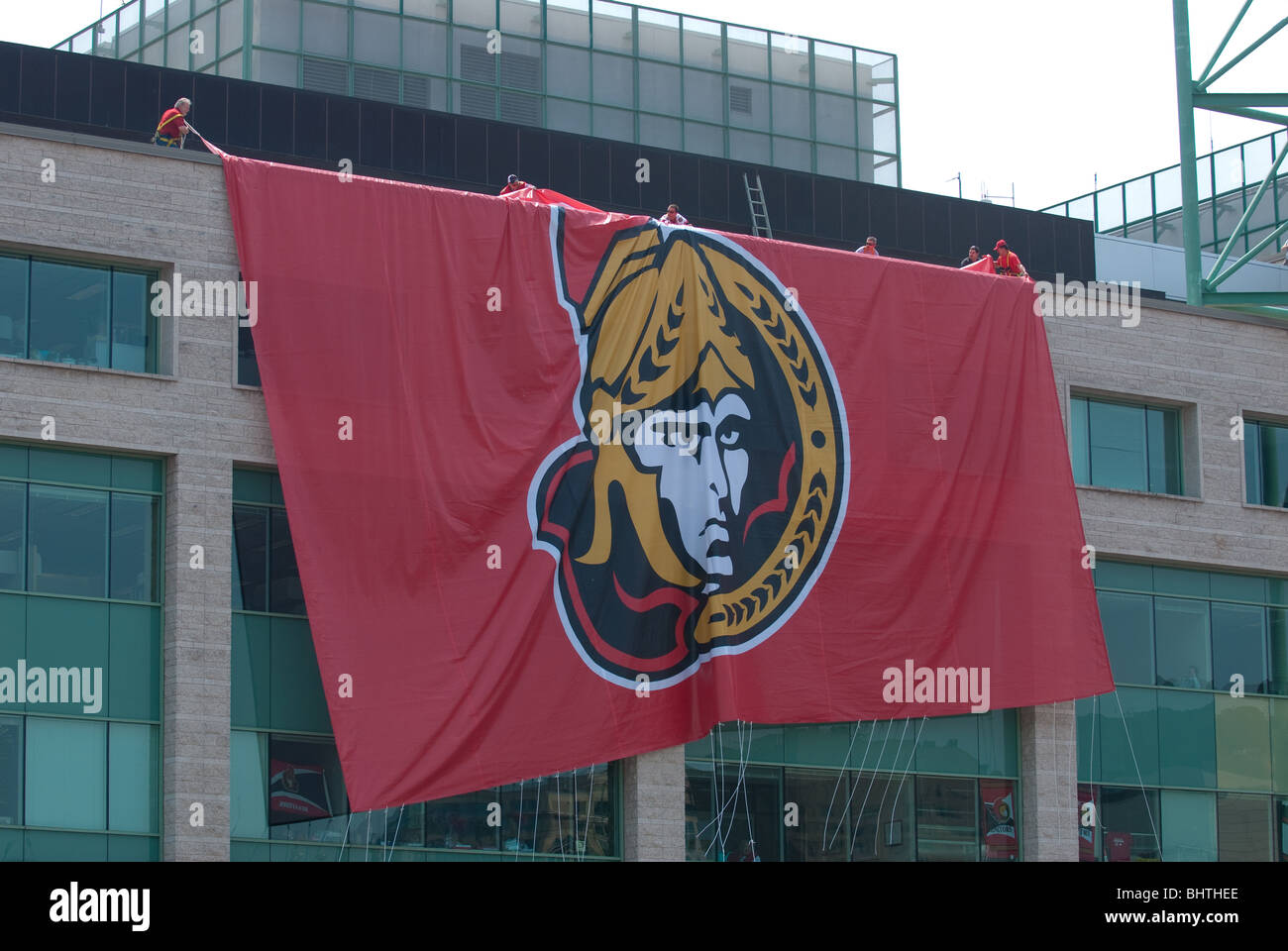 A massive Senators flag is unfurled to drape across Ottawa's City Hall in a pep rally on May 24th 2007. - Stock Image