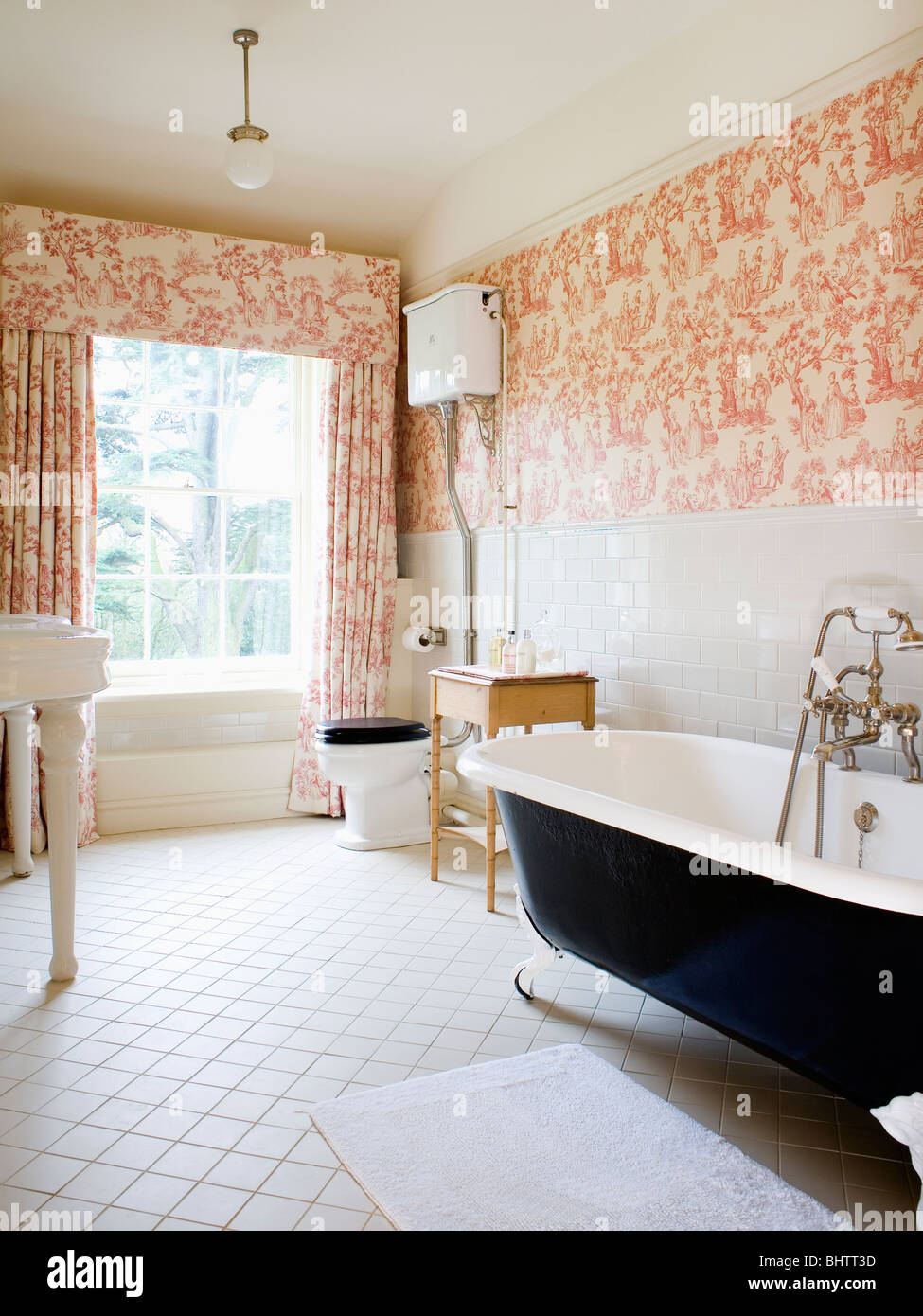 Pink Toile-de-Jouy curtains and matching wallpaper in country Stock ...