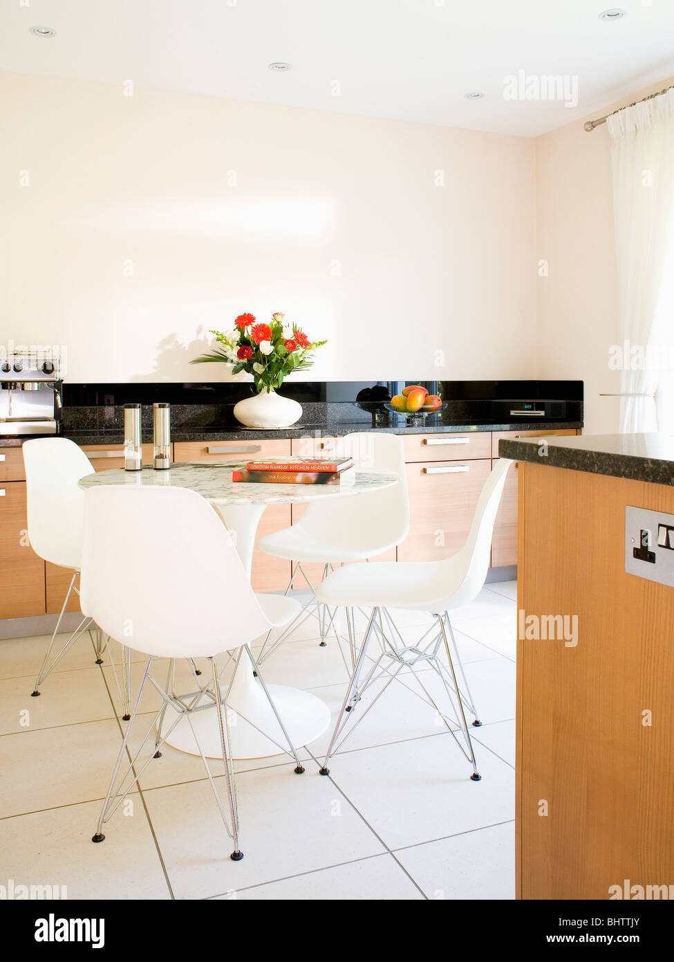 White Charles Eames DSR dining chairs in modern kitchen dining room ...