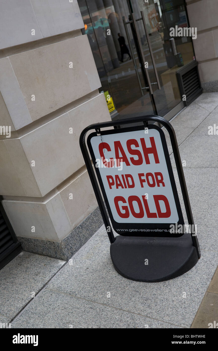'Cash paid for Gold' sign in the 'City of London' GB UK - Stock Image