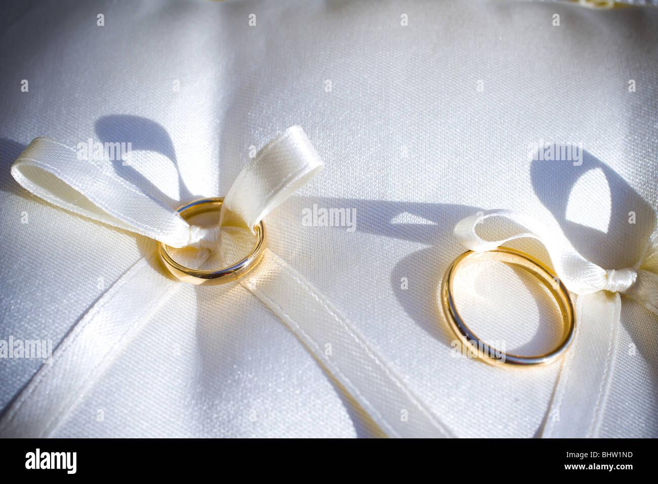 Wedding rings, close-up - Stock Image