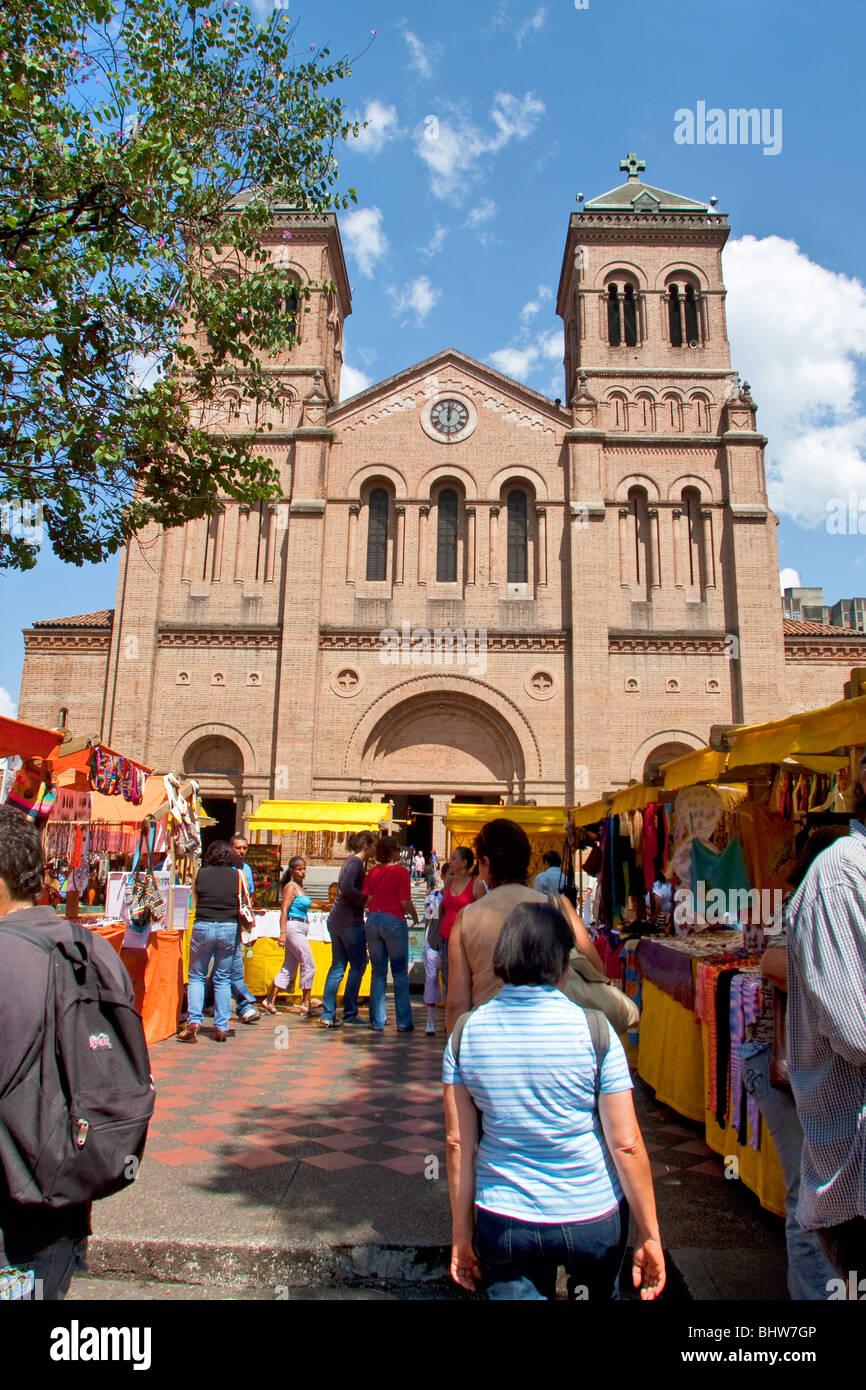 Colombia, Mercado de San Alejo, student craft and art fair held 1st Saturday of the month in Parque Bolivar, La - Stock Image