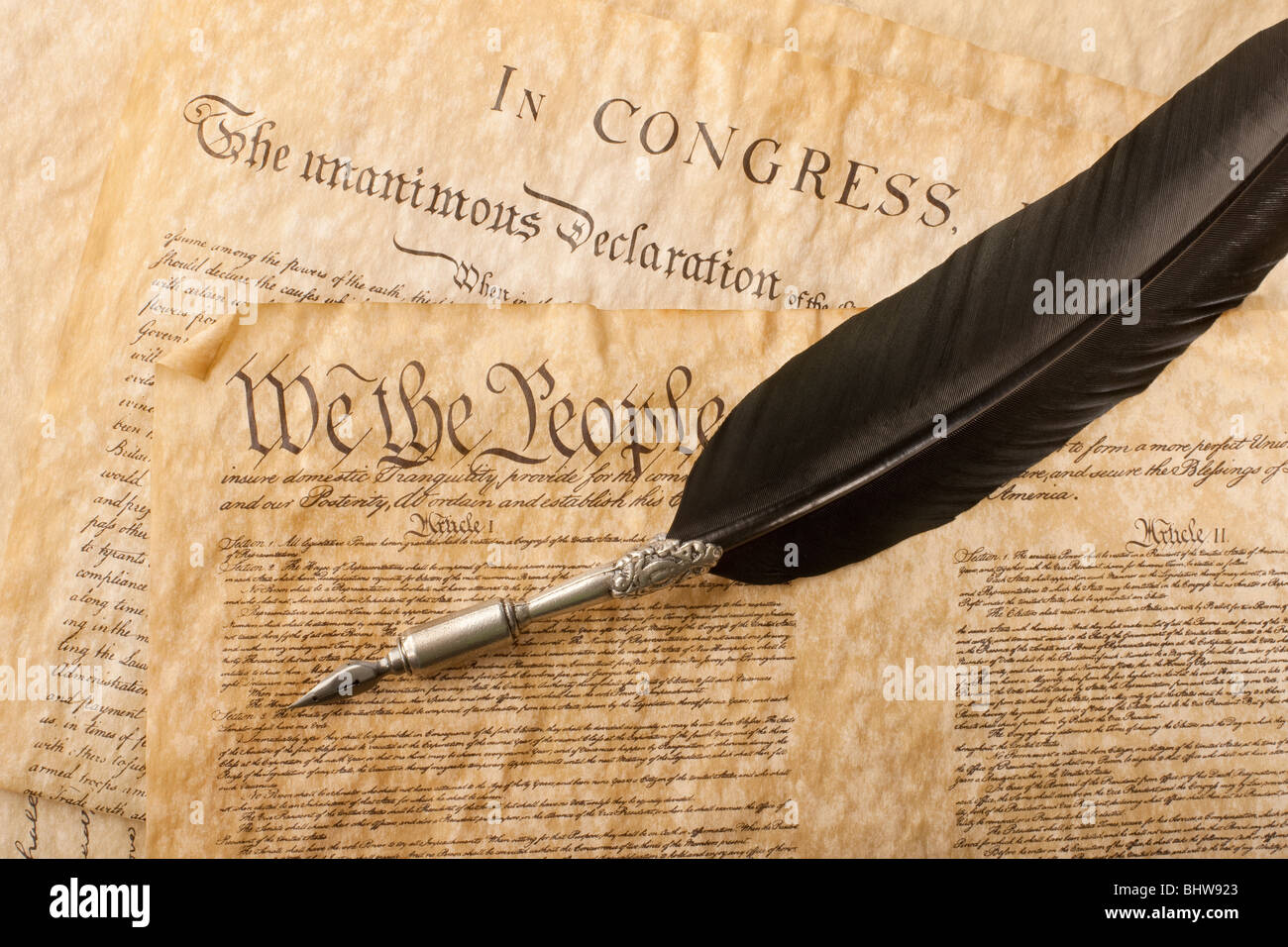 US Declaration of Independence Historical Document w// Quill Writing Dip Ink Pen