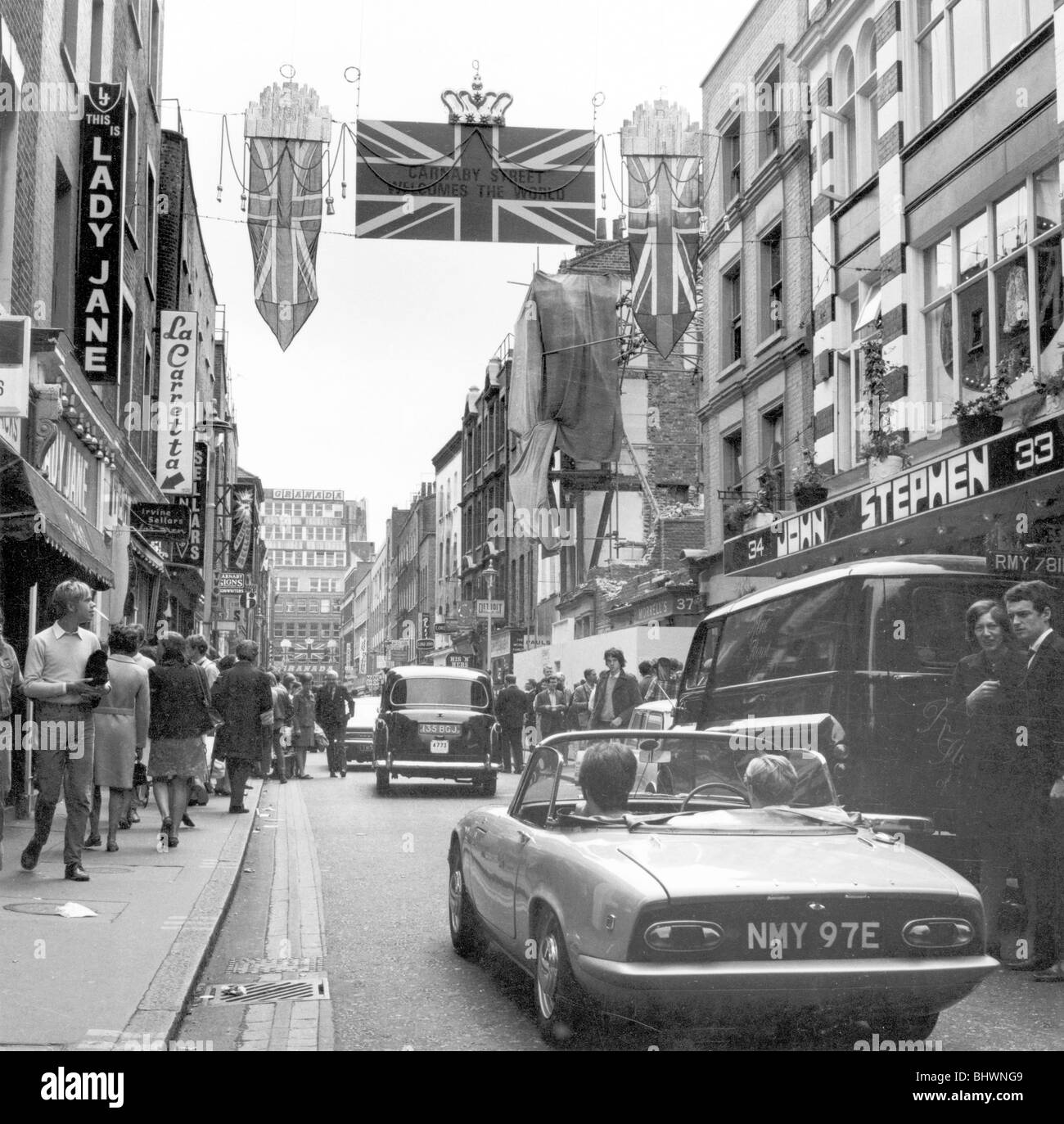 Shoppers on Carnaby Street, London, 1968. Artist: Henry Grant - Stock Image