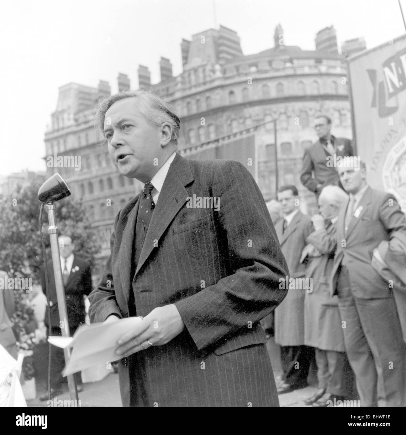Harold Wilson speaking at a London Labour Demonstration against the Rent Act, 20 October 1957. Artist: Henry Grant - Stock Image