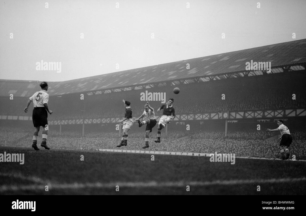 Home Championship International and 1954 World Cup Qualifying match at Goodison Park. England 3 v Northern Ireland - Stock Image
