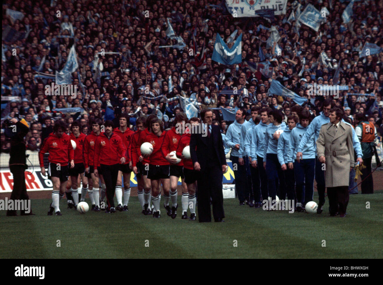 League Cup Final at Wembley Stadium Manchester City 2 v Newcastle United 1 The two teams come onto the pitch before - Stock Image