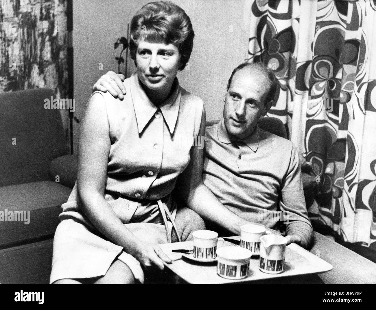 Newcastle United player Jim Iley relaxes with his wife Lily 17 September 1967. Jim Iley is caught at home with his - Stock Image