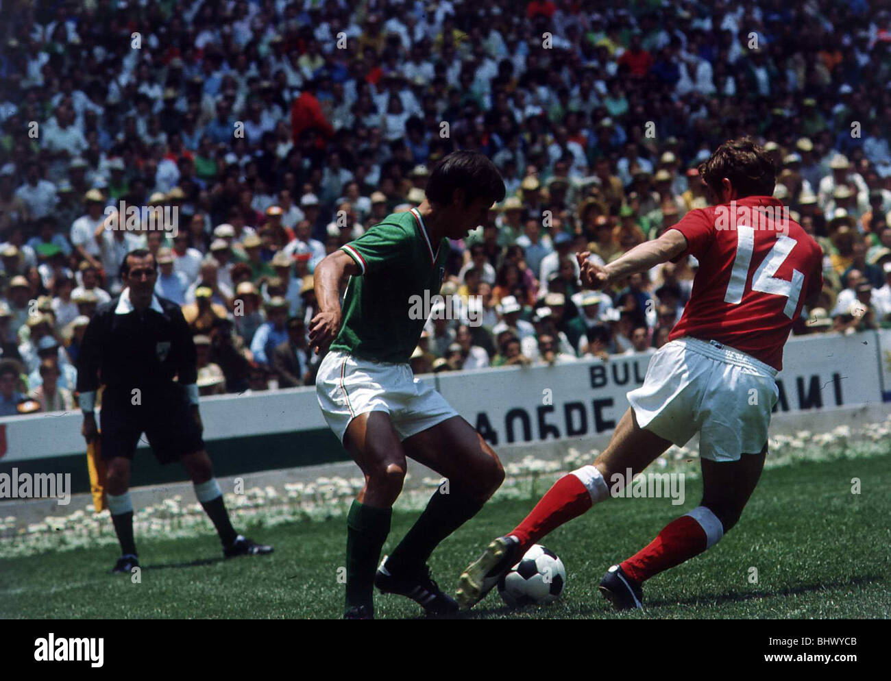 World Cup 1970 Opening Match Mexico 0 USSR 0 Azteca, Mexico City Lopez (green) of Mexico tries to get the ball from - Stock Image