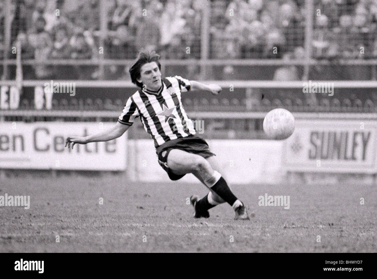 April 1984 Charlton Athletic v Newcastle United Football 1980s Football Player, Peter Beardsley - Stock Image