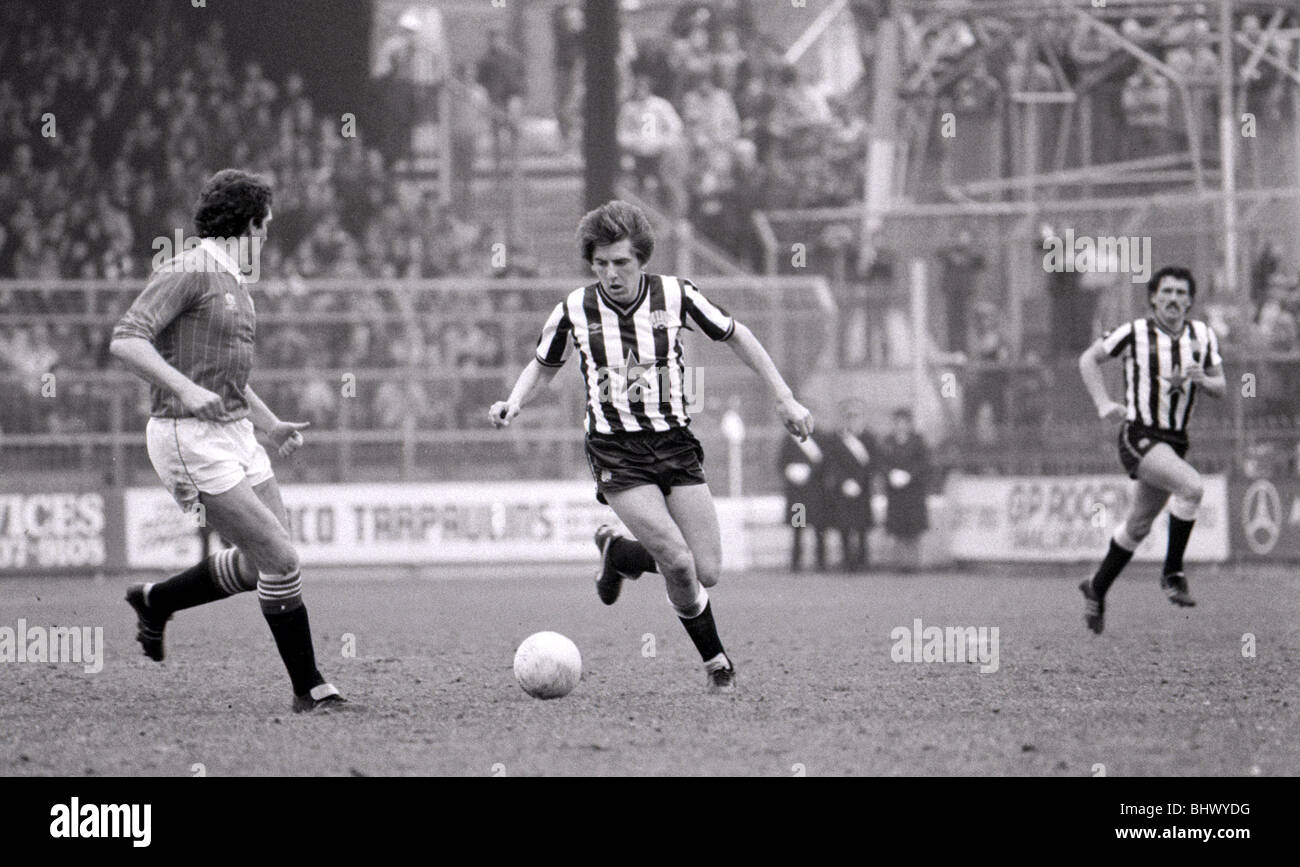 April 1984 Charlton Athletic v Newcastle United Football 1980s Football Player Peter Beardsley - Stock Image