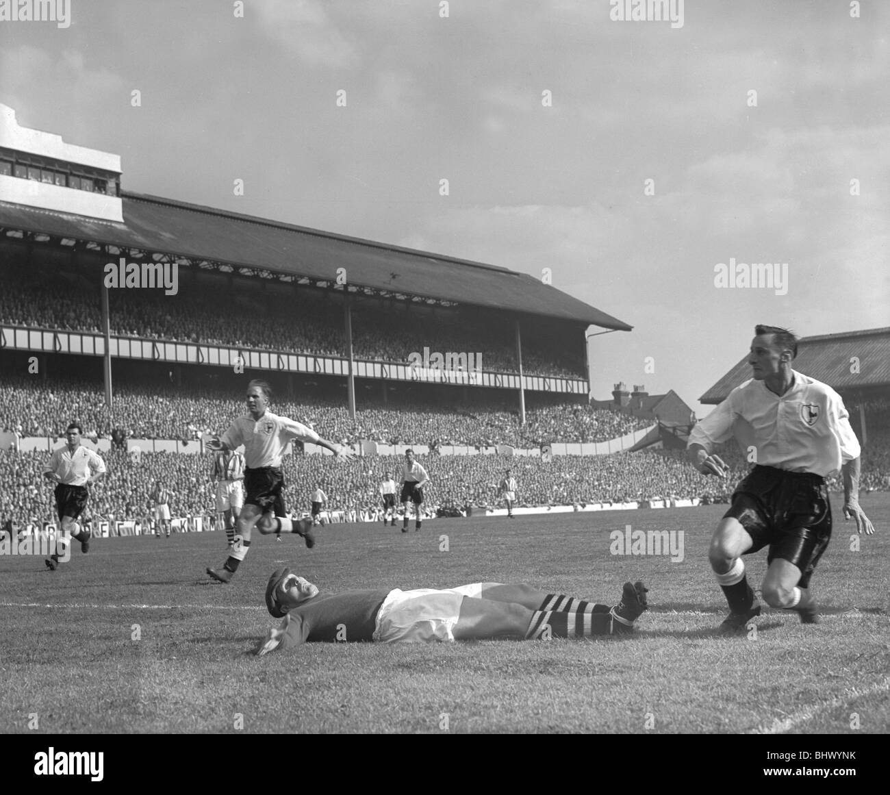 Tottenham Hotspur v West Bromwich Albion 23rd August 1952. Leslie Dicker (Spurs) gets the ball pass Norman Heath - Stock Image