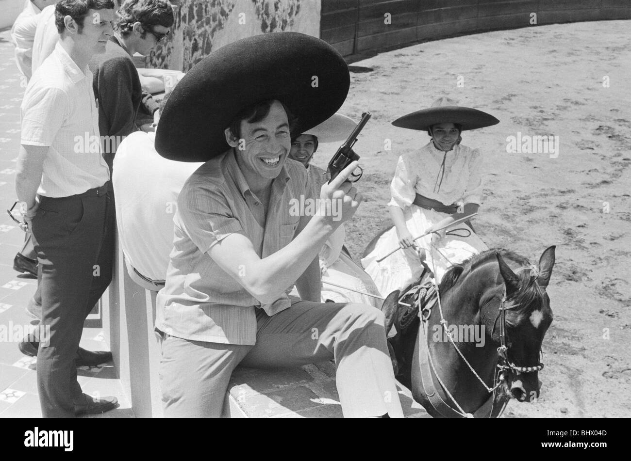 1970 World Cup Finals in Mexico. England goalkeeper Gordon Banks wearing a sombrero and holding a pistol at the - Stock Image