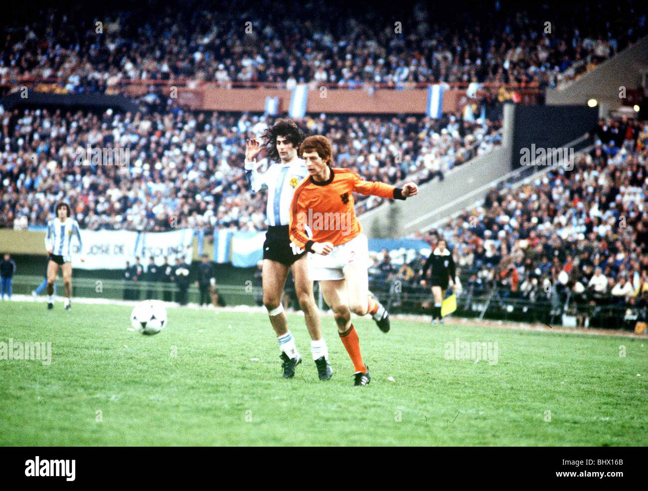 Holland v Argentina World Cup Final 1978 Mario Kempes and Brandits - Stock Image