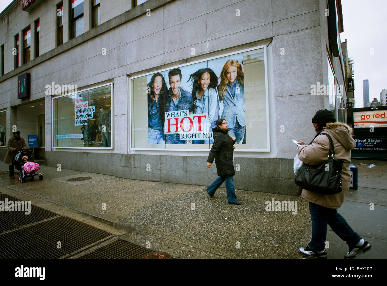 9f2ee691025 A Gap store in New York in the New York neighborhood of Chelsea - Stock  Image
