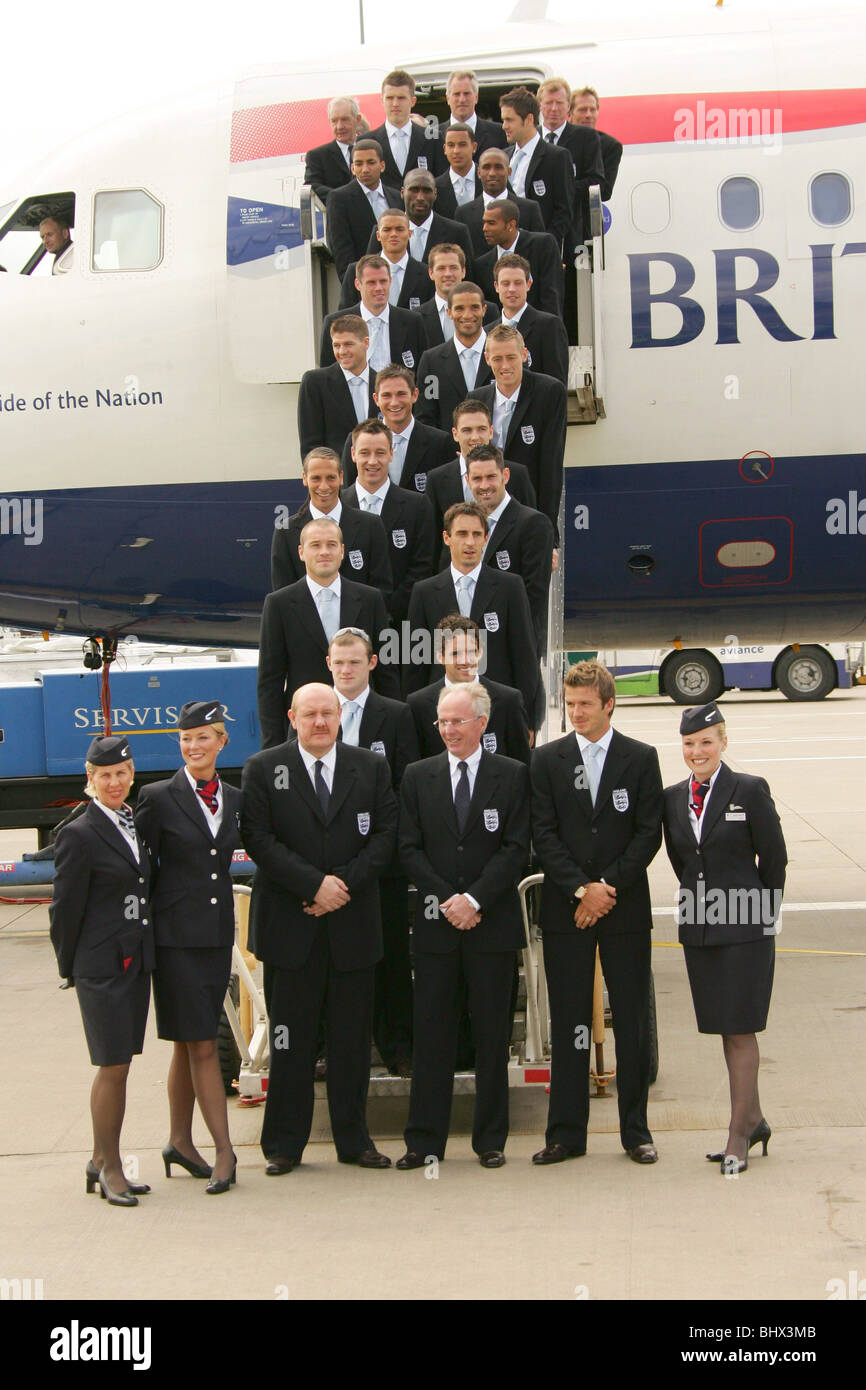 England football team leaving Luton airport on their way to Germany and the World Cup. June 2006 - Stock Image