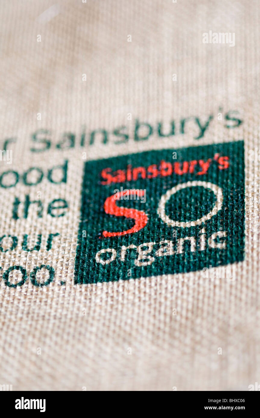Sainsbury's Organic on a reusable jute shopping bag - Stock Image
