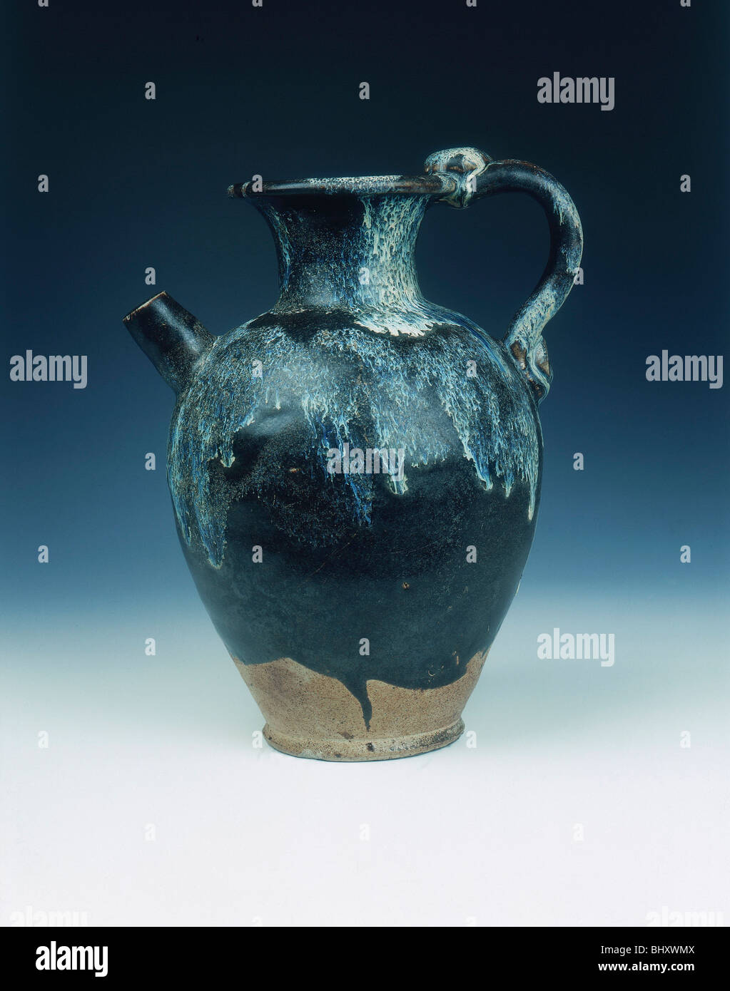 Black glazed ewer with blue phosphatic suffusions, Tang dynasty, China, 8th-9th century. - Stock Image