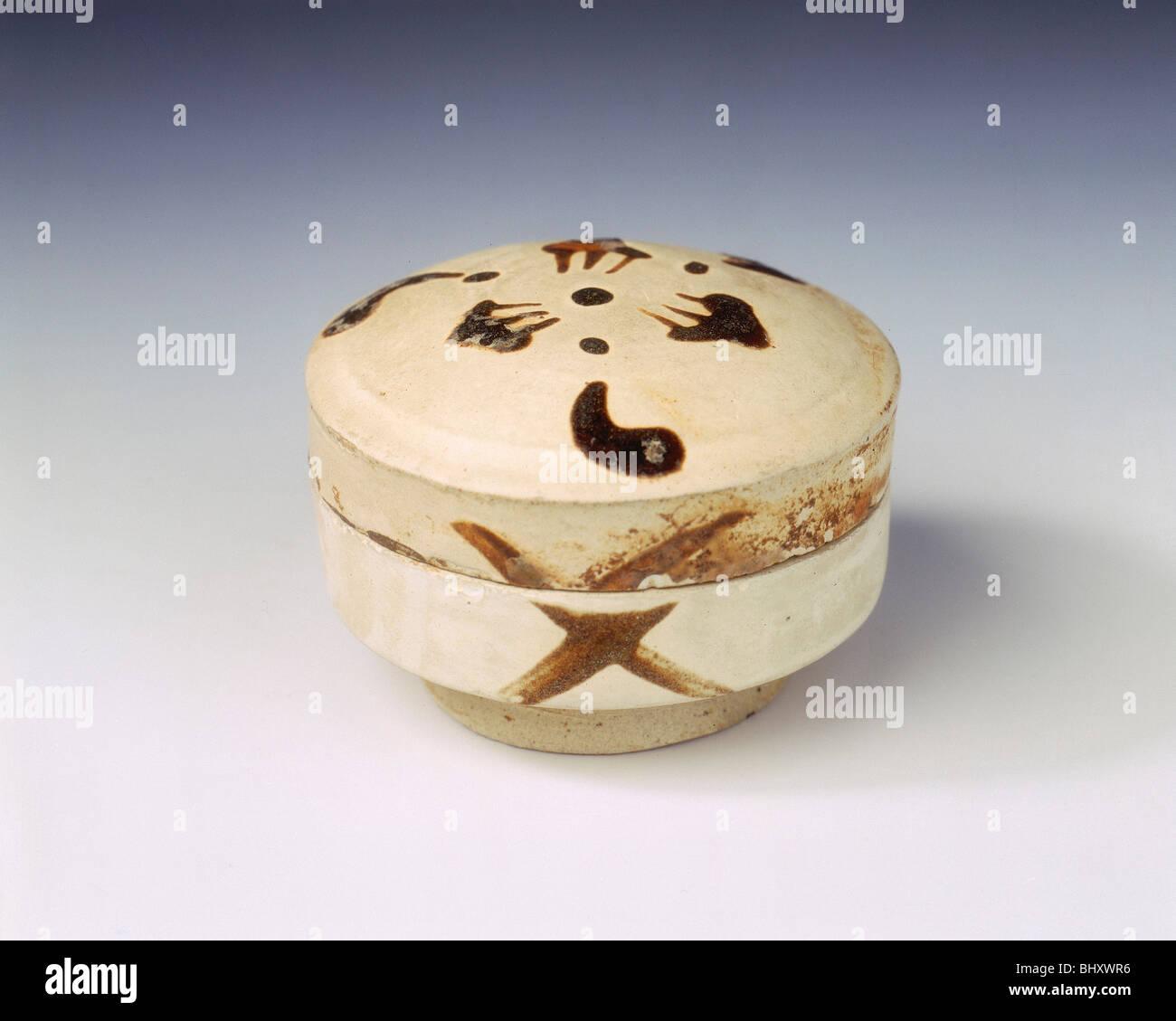 Yaozhou stoneware covered box, late Tang dynasty, China, 9th century. - Stock Image