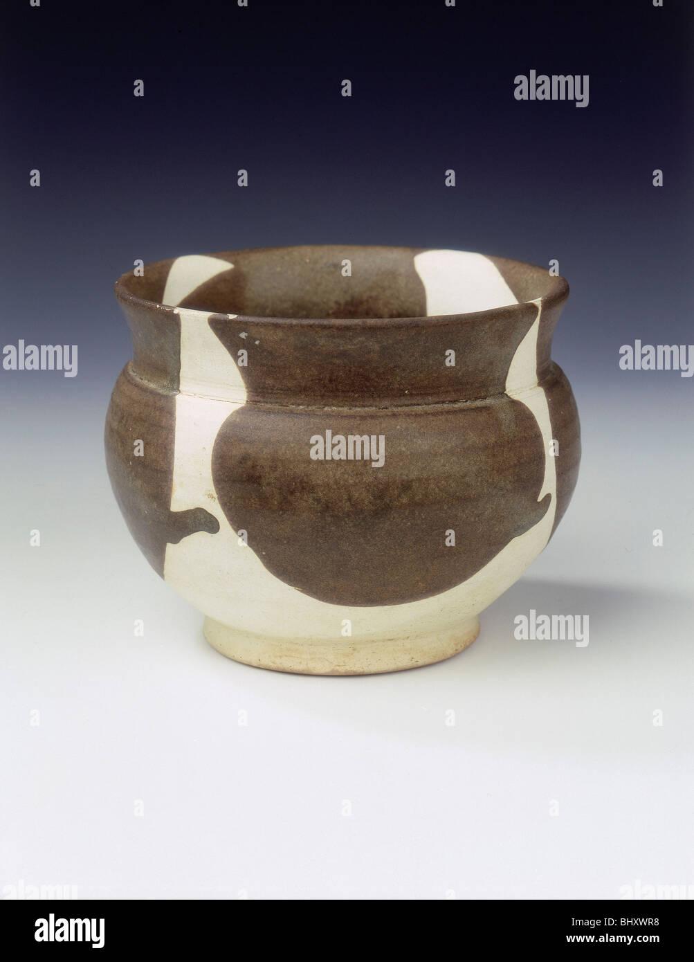 Yaozhou zhadou (slops jar), late Tang dynasty, China, 9th century. - Stock Image