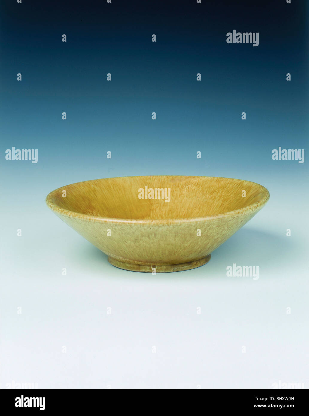 Yellow lead glazed bowl, late Tang dynasty, China, 9th century. - Stock Image