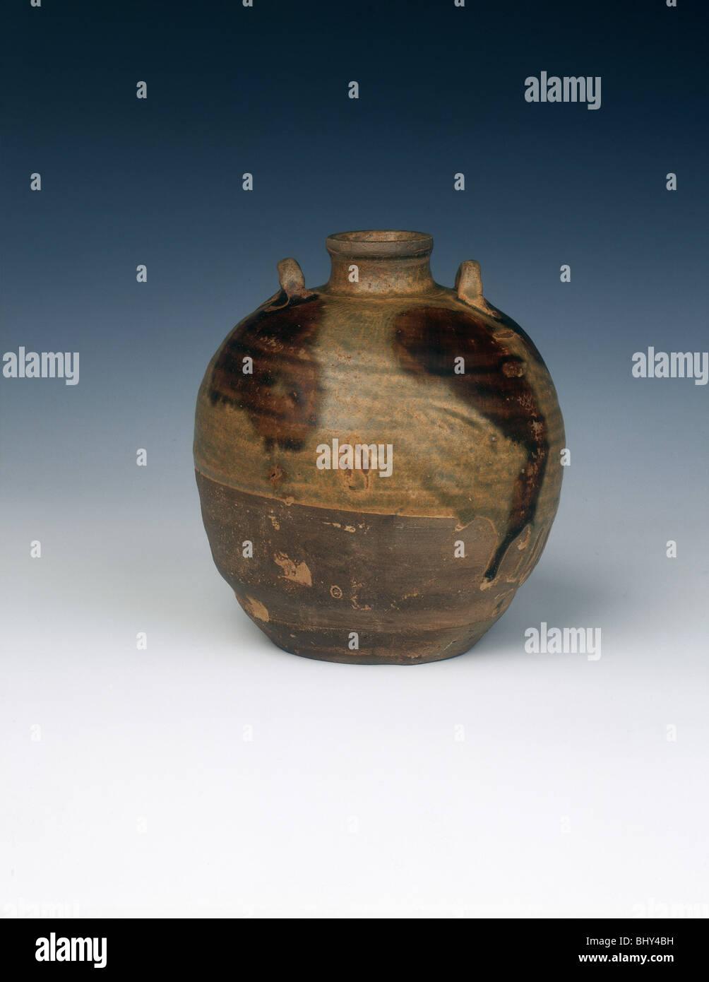 Changsha stoneware jar, Late Tang or Five Dynasties, China, 9th-10th century. - Stock Image