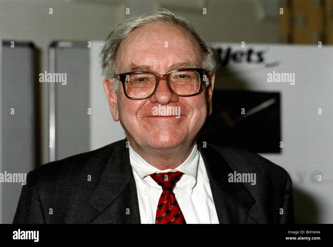 WARREN BUFFETT STOCKS & SHARES INVESTOR 01 May 1990 Stock Photo
