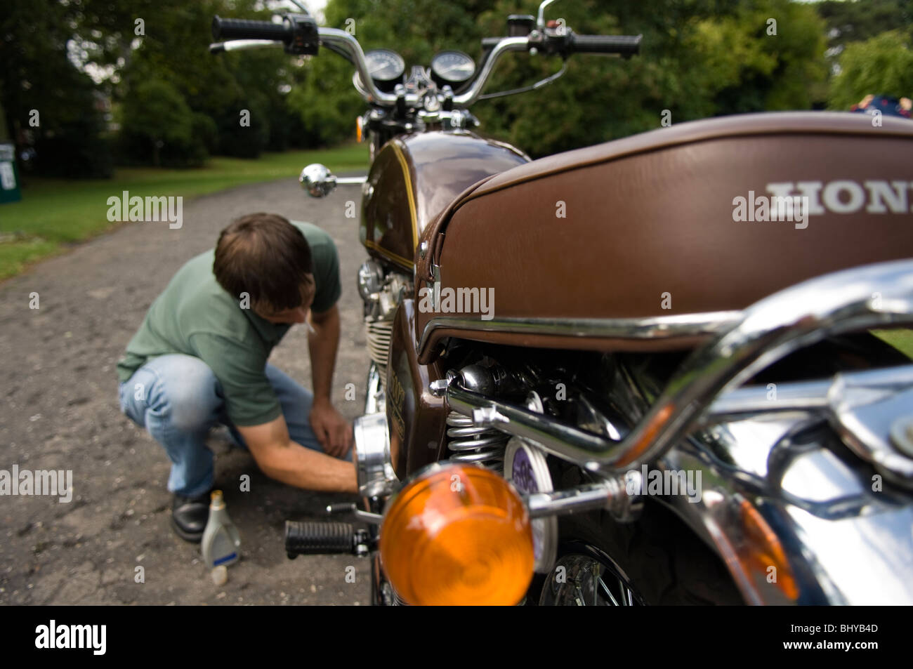 Honda Speedometer Stock Photos Images Alamy 1970 Silver Wing Motorcycles 1970s Cb500t Motorcycle Showing Owner Polishing Bike Image