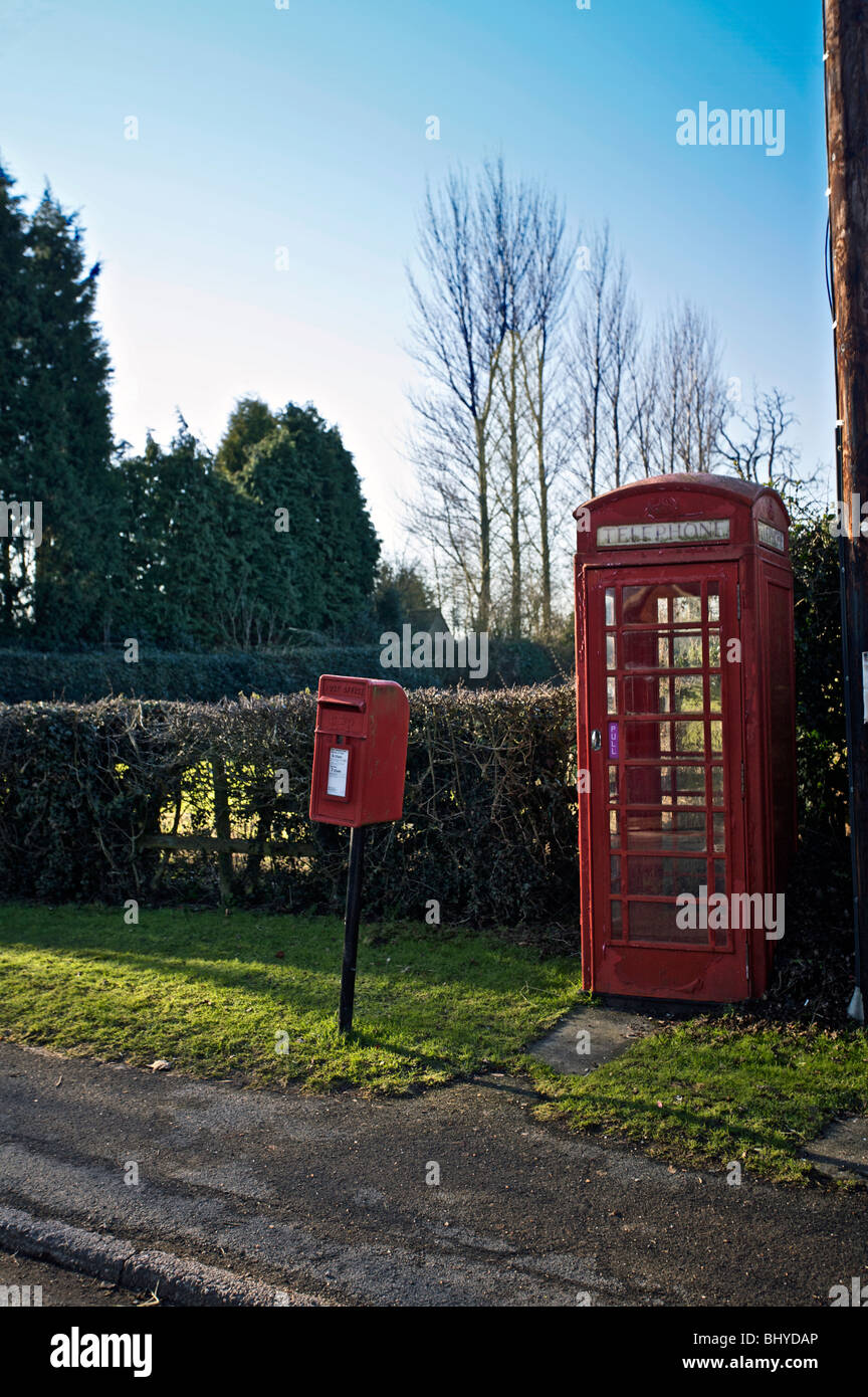 red postbox and telephone kiosk - Stock Image