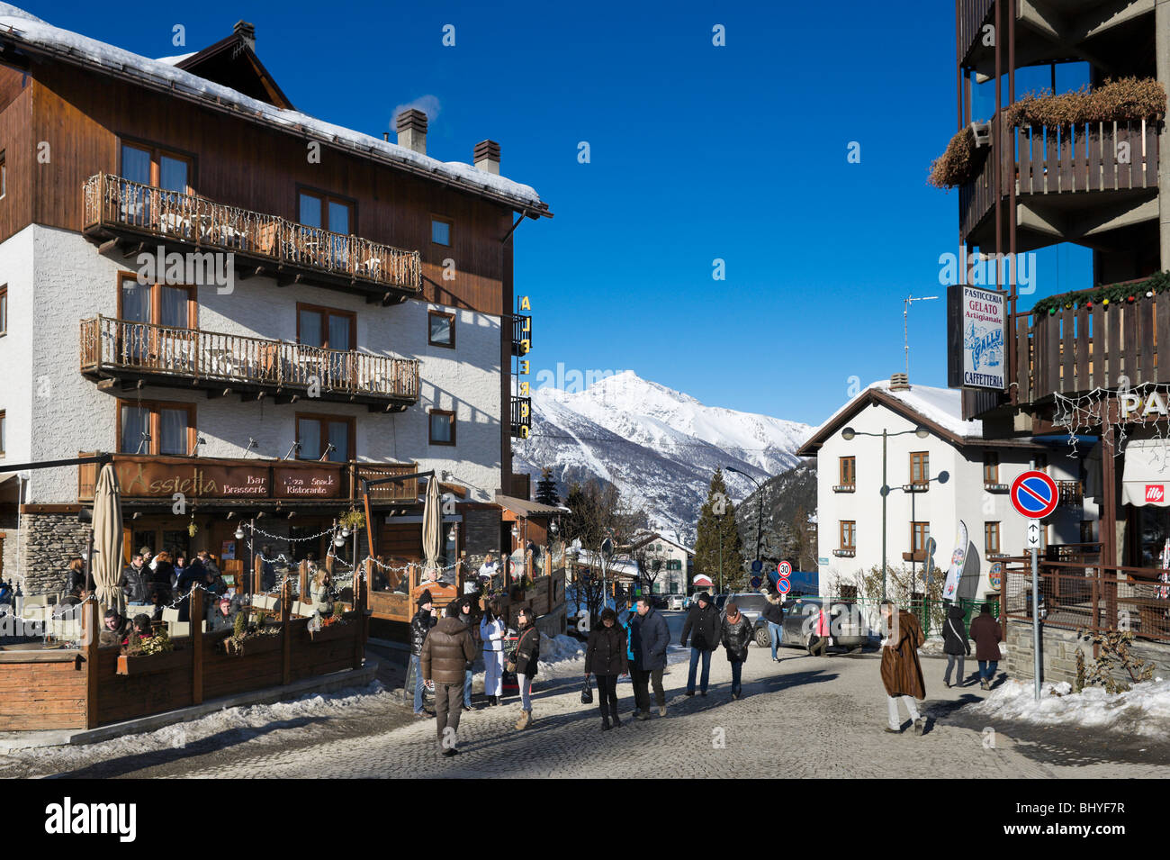 Bar in the centre of the old town, Sauze d'Oulx, Milky Way ski area, Italy - Stock Image