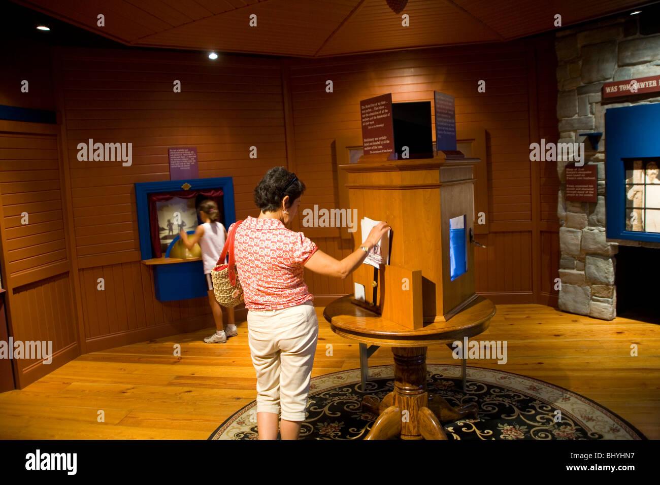 Mark Twain Interpretive Center in Hannibal, Missouri - Stock Image